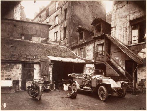 eugene_atget_cour_7_rue_de_valence_1922